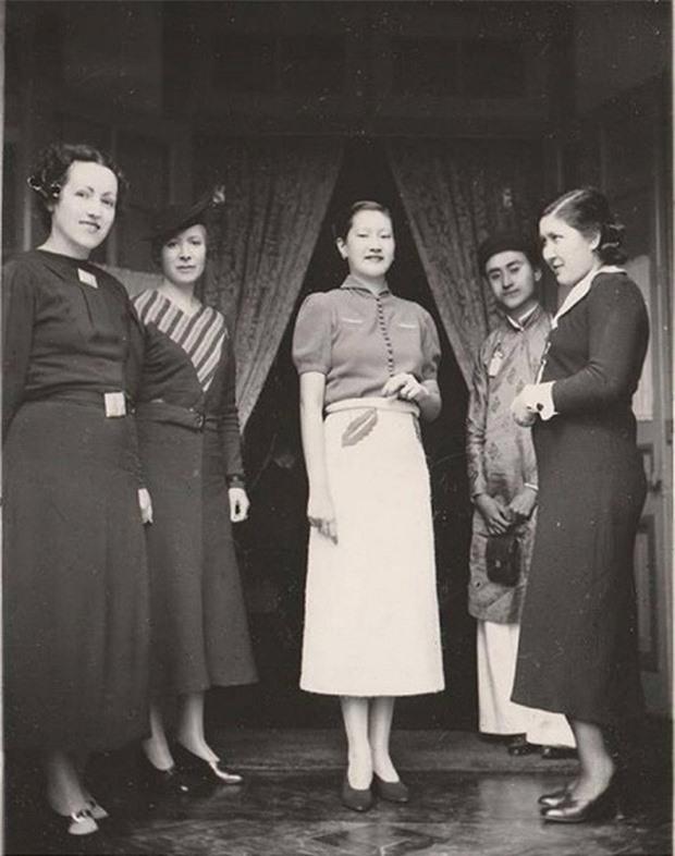 Đâu chỉ đẹp nức tiếng, Nam Phương Hoàng hậu còn ăn mặc tinh tế và sang trọng tột cùng, giờ ngắm lại vẫn thấy mê mẩn - Ảnh 5.