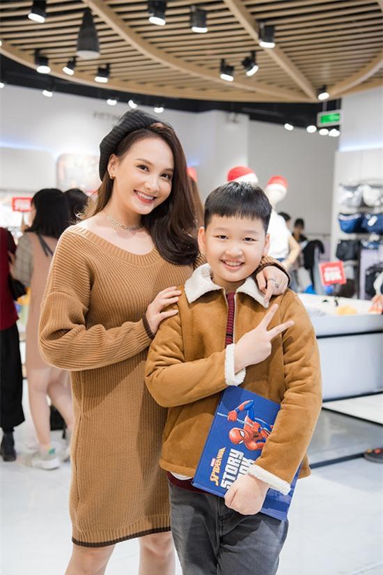 Bảo Thanh có bé Bin Bảo khi còn là sinh viên của Đại học Sân khấu - Điện ảnh. Mười năm trước, cô cùng lúc thực hiện ba việc lớn là kết hôn, sinh con và tốt nghiệp. Giờ đây, cô thấy sự lựa chọn của mình hoàn toàn đúng đắn.