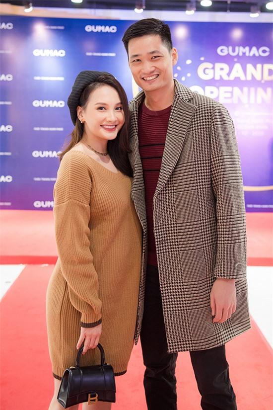Bảo Thanh và ông xã Đức Thắng gắn bó từ thời còn học cấp ba ở Bắc Giang. Anh từng làm công an và hiện hỗ trợ bà xã quản lý công việc đồng thời làm kinh doanh.