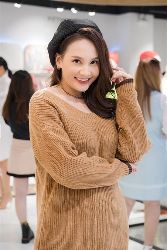 Có bầu con gái, Bảo Thanh thấy mình ngày càng xinh đẹp. Ngoại trừ vòng hai ngày một lớn dần, vóc dáng cô không có nhiều thay đổi.