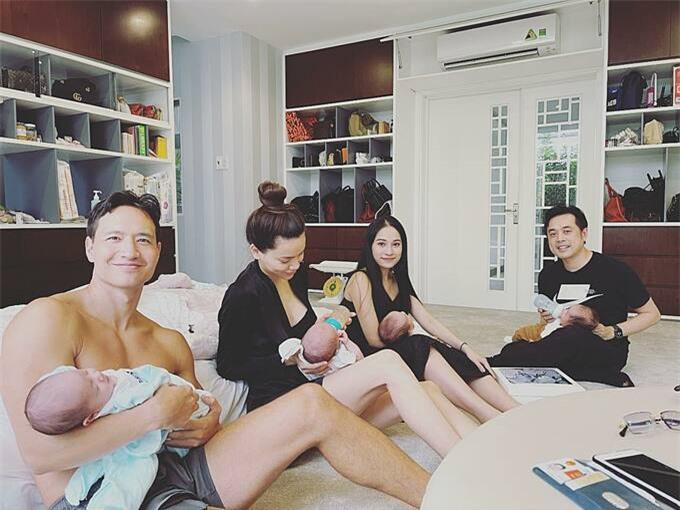 Dương Khắc Linh chia sẻ hình ảnh nhà trẻ showbiz khiến khán giả thích thú. Trong ảnh hai cặp đôi Dương Khắc Linh - Sara Lưu và Hồ Ngọc Hà - Kim Lý đều bận rộn chăm sóc các con nhỏ.