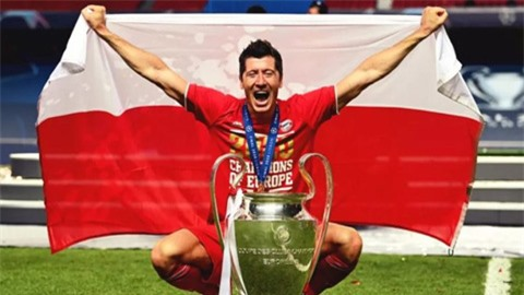 Lewandowski đánh bại Messi và Ronaldo trong cuộc bầu chọn hay nhất năm
