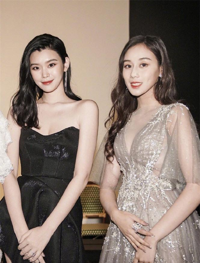 Người mẫu Victoria's Secret Ming Xi thả dáng 'gái một con' nóng bỏng sau sinh - ảnh 10