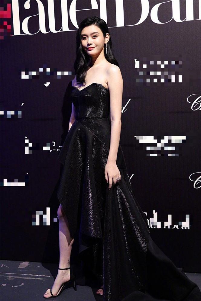 Người mẫu Victoria's Secret Ming Xi thả dáng 'gái một con' nóng bỏng sau sinh - ảnh 7