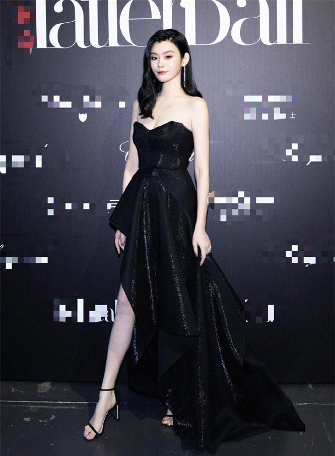 Người mẫu Victoria's Secret Ming Xi thả dáng 'gái một con' nóng bỏng sau sinh - ảnh 9
