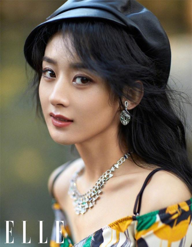 Triệu Lệ Dĩnh trẻ xinh ngỡ ngàng trên Elle số đầu năm 2021 - ảnh 5