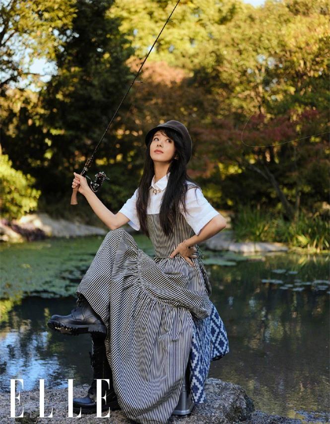 Triệu Lệ Dĩnh trẻ xinh ngỡ ngàng trên Elle số đầu năm 2021 - ảnh 7