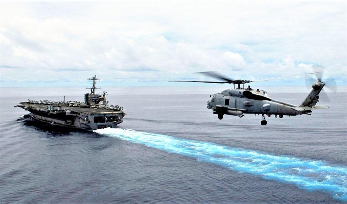 Thiết kế Sikorsky MH-60R Seahawk kết hợp tinh hoa của các trực thăng săn ngầm SH-60B, SH-60F của Hải quân Mỹ. Nguồn: wikimedia.org.