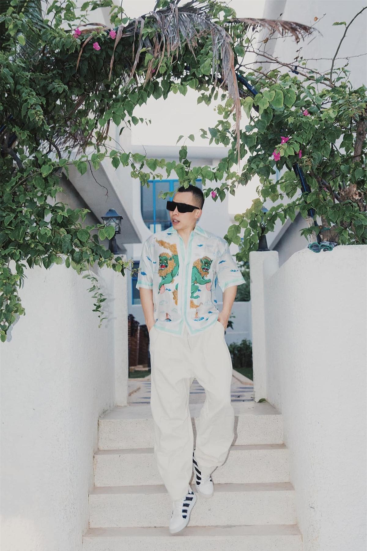 Vũ Khắc Tiệp trong chuyến nghỉ dưỡng ở Cam Ranh, Khánh Hòa hồi đầu tháng. Ảnh: Facebook Vũ Khắc Tiệp.