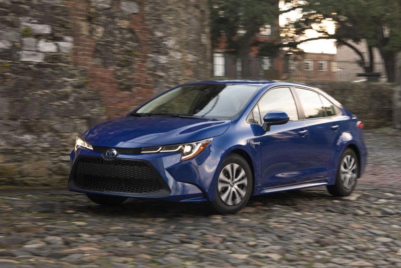 4. Toyota Corolla Hybrid 2021 (giá khởi điểm: 23.400 USD).