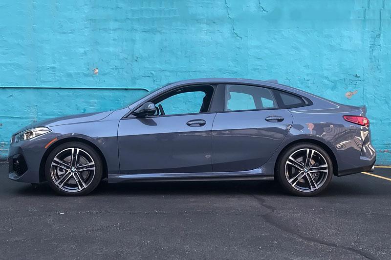 5. BMW 2 Series 2020 (giá khởi điểm: 35.300 USD).