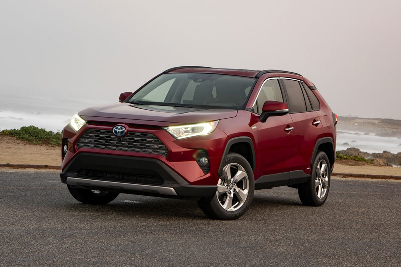 7. Toyota RAV4 Hybrid 2020 (giá khởi điểm: 28.350 USD).