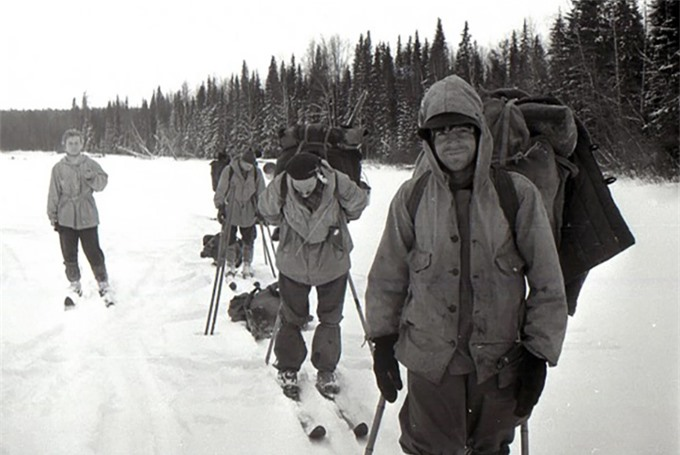Nhóm trượt tuyết thám hiểm trên dãy núi Ural năm 1959. Ảnh: East2west News.