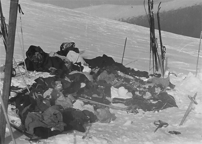 Thi thể của nhóm sinh viên nằm sâu dưới tuyết 4,5 m trên dãy núi Ural năm 1959. Ảnh: East2west News.