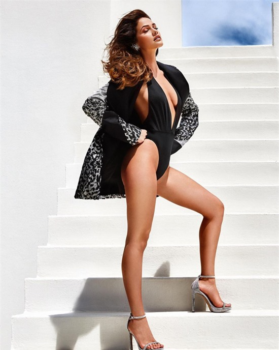 Lợi thế của Natasha Joubert là thân hình săn chắc, nóng bỏng và vẻ đẹp hiện đại - yếu tố quan trọng tại Miss Universe.