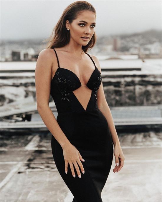Joubert đã tốt nghiệp đại học chuyên ngành Thương mại về quản lý tiếp thị. Trước khi dự thi Hoa hậu Nam Phi, cô làm nhân viên quan hệ công chúng cho một công ty luật.