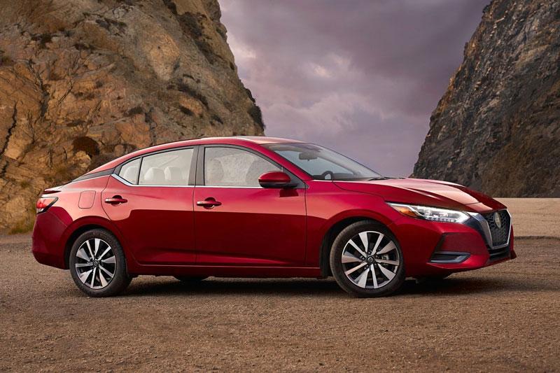 10. Nissan Sentra 2020 (giá khởi điểm: 19.090 USD).