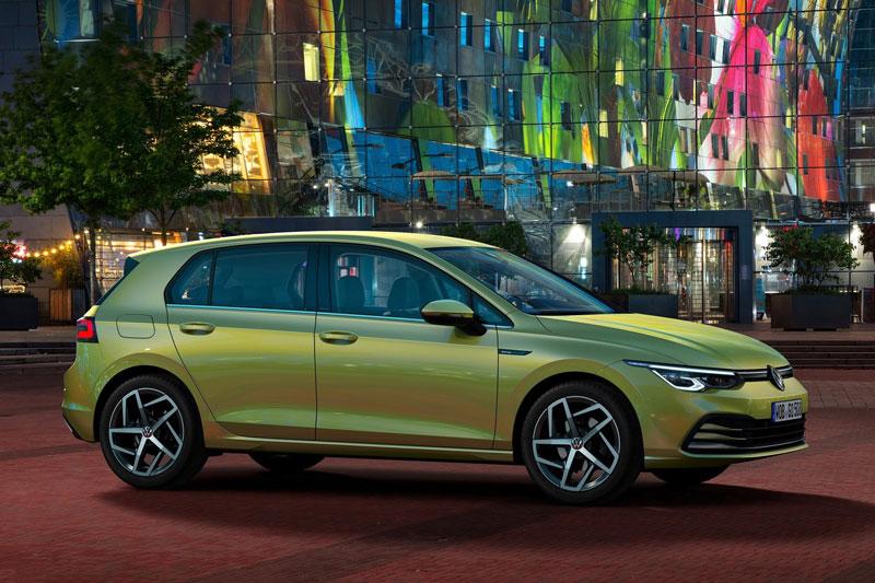 3. Volkswagen Golf 2020 (giá khởi điểm: 23.195 USD).