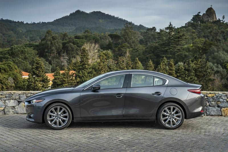 8. Mazda3 Sedan 2020 (giá khởi điểm: 21.500 USD).