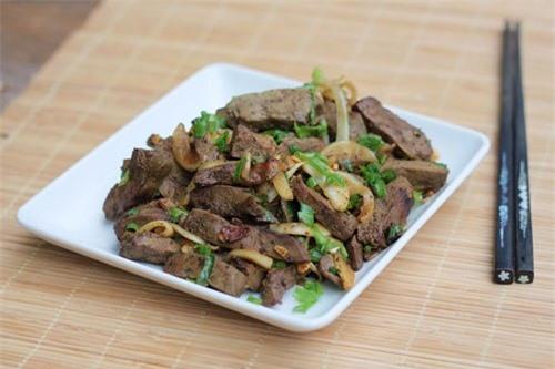 Các món ăn chế biến từ gan lợn với rau của quả có vitamin C làm mất chất dinh dưỡng