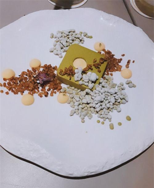 Món tráng miệng của bữa tiệc là mạt trà thanh yên, kết hợp hoàn hảo giữa các hương vị trà xanh, các loại hạt và quả thanh yên.