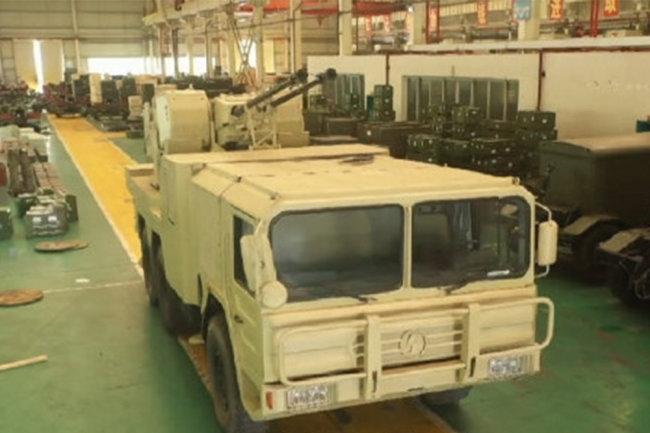 Pháo phòng không tự hành bánh lốp PGZ09 của Trung Quốc. Ảnh: RG.
