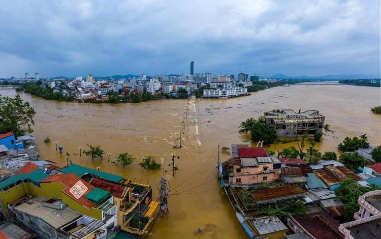 Bão lũ dồn dập những tháng cuối năm 2020 đã thiệt hại về vật chất cho tỉnh Thừa Thiên Huế khoảng hơn 2.200 tỷ đồng.