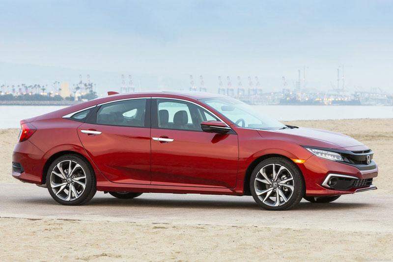 10. Honda Civic 2020 (giá khởi điểm: 19.850 USD, điểm tổng thể: 8,5/10).