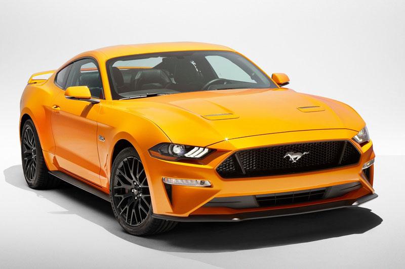 3. Ford Mustang 2020 (giá khởi điểm: 26.670 USD, điểm tổng thể: 8,8/10).