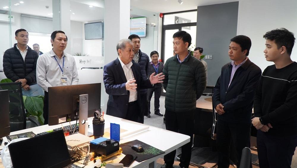 Chủ tịch UBND tỉnh Thừa Thiên Huế Phan Ngọc Thọ thăm Hue IoT Innovation Hub.