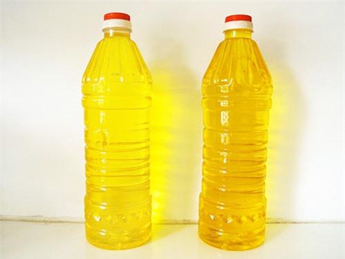 Cách phân biệt dầu ăn thật và giả đơn giản bằng mắt thường