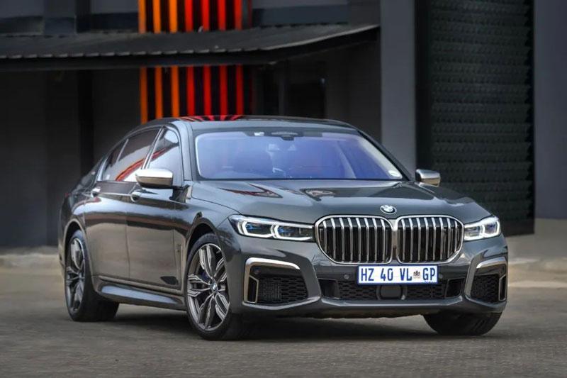 10. BMW 760Li (giá khởi điểm: 137.000 USD).