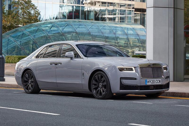 2. Rolls-Royce Ghost (giá khởi điểm: 311.900 USD).