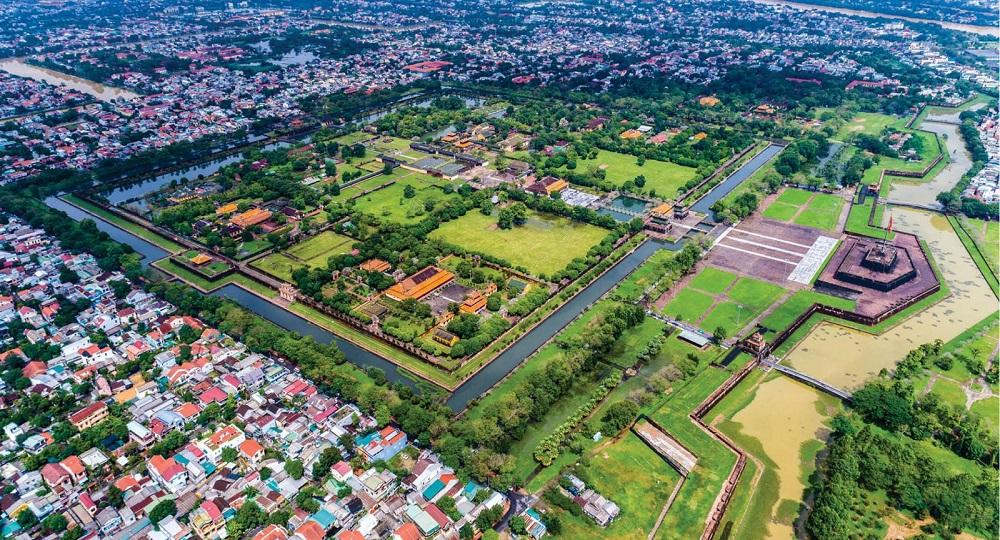 Đến năm 2025, Thừa Thiên Huế sẽ trở thành thành phố trực thuộc Trung ương trên nền tảng bảo tồn, phát huy giá trị di sản cố đô và bản sắc văn hóa Huế với đặc trưng văn hóa, di sản, sinh thái, cảnh quan, thân thiện môi trường và thông minh. (Ảnh: Nông Thanh Toàn)
