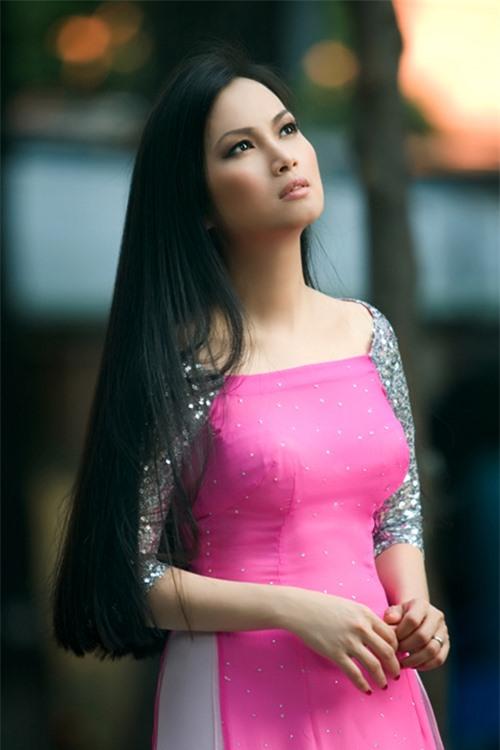Ca sĩ Hà Phương.