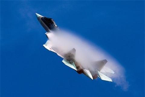 Su-57 vuot troi J-20 du chi lap dong co giai doan mot