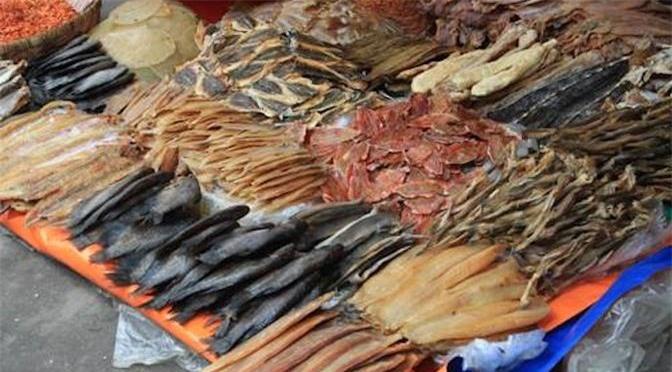 Tuy nhiên trong cá khô chứa rất nhiều hóa chất độc hại vô cùng nguy hiểm. Ảnh minh họa