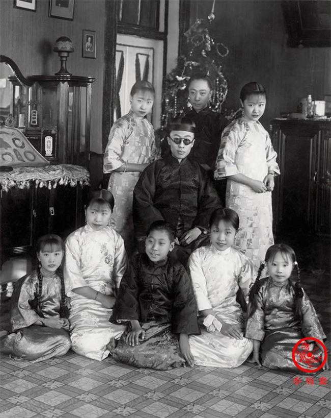Thông qua loạt ảnh cũ tìm hiểu về Hoàng đế triều Thanh cuối cùng: 3 thế hệ cùng sống dưới 1 mái nhà, mẹ ruột nuốt thuốc phiện tự sát - Ảnh 8.