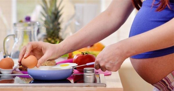 Mẹ bầu ăn trứng bổ sung dinh dưỡng cần thiết