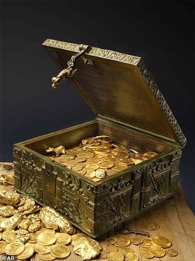 Tìm thấy rương kho báu chứa đầy vàng, kim cương trị giá hơn 23 tỷ đồng - 2