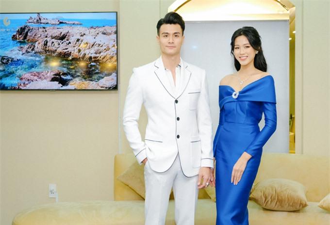 Chàng siêu mẫu gặp gỡ Hoa hậu Việt Nam 2020 Đỗ Thị Hà.