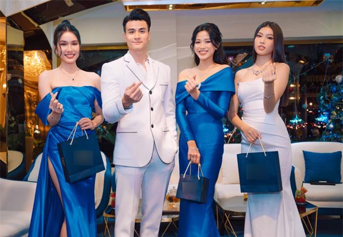 Siêu mẫu chụp ảnh cùng Top 3 Hoa hậu Việt Nam 2020.