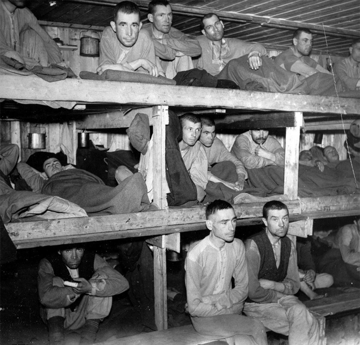 Các tù binh Liên Xô ở trại Bjørnelva, Na Uy thời Thế chiến 2. Ảnh: Tàng thư Quốc gia Na Uy.