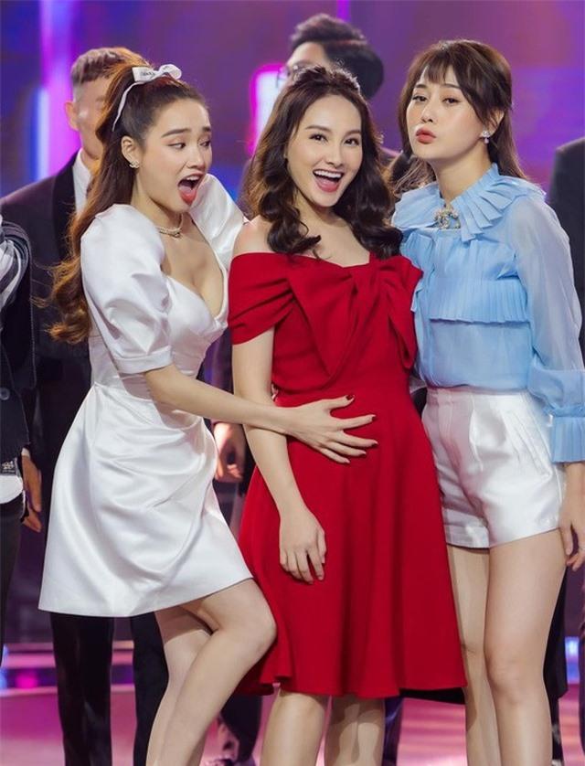 Bảo Thanh bầu 5 tháng vẫn đi dép lê lên sân khấu hát cùng Quốc Trường - 6