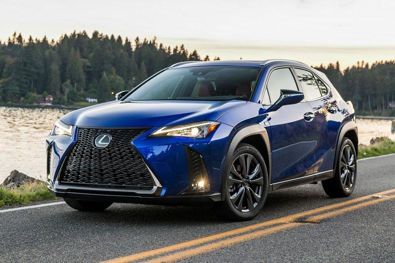 7. Lexus UX 2020 (giá khởi điểm: 32.300 USD, điểm tổng thể: 7,6/10).