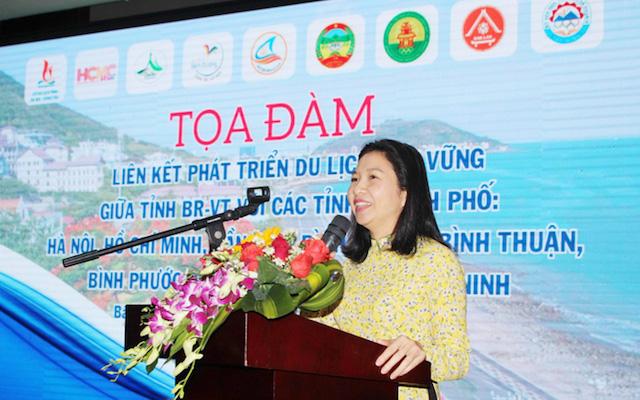 """Bà Trần Thị Thu Hiền, Phó Giám đốc Sở Du lịch Bà Rịa - Vũng Tàu"""" khẳng định, du lịch là ngành có tính liên ngành, liên vùng và xã hội hóa cao, do vậy muốn phát triển du lịch bền vững cần có sự liên kết, phối hợp với các tỉnh thành khác."""