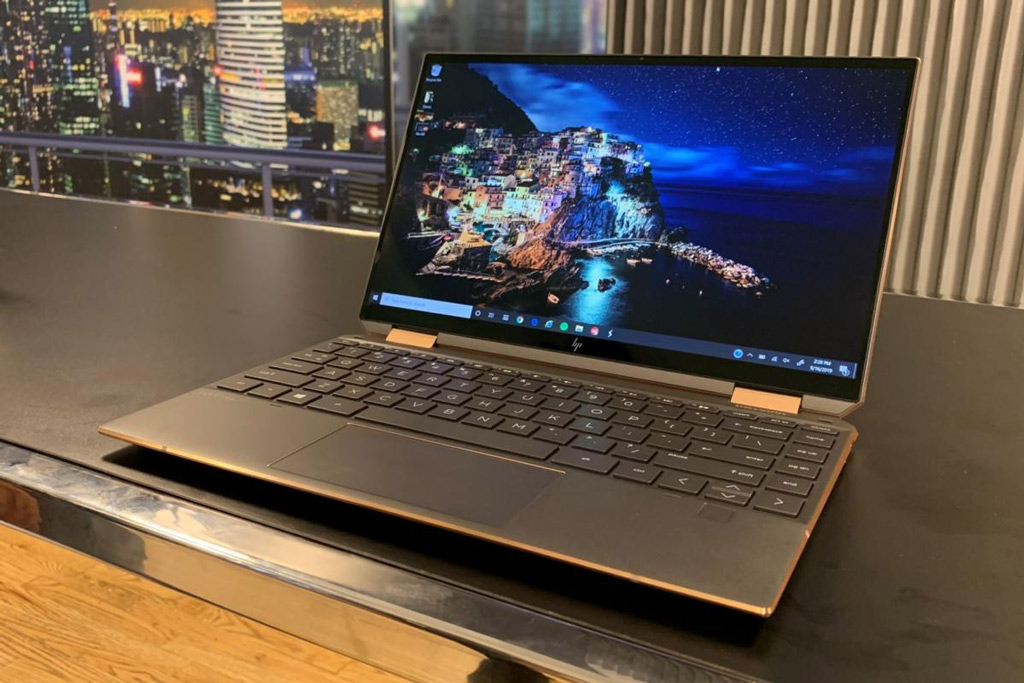 5. HP Spectre x360 15 inch màn hình OLED.