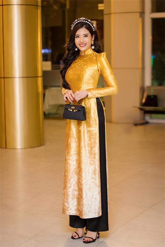 Năm 2020, công việc kinh doanh và showbiz của Phan Hoàng Thu bị ảnh hưởng bởi Covid-19 nhưng cô vẫn rất bận rộn với các hoạt động vì cộng đồng.