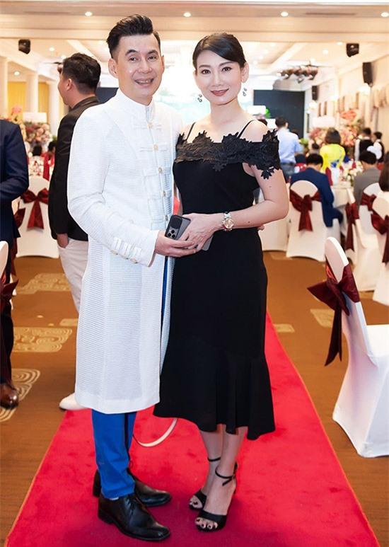 Nghệ sĩ Mỹ Uyên rất vui khi gặp gỡ Đoan Trường ở sự kiện của Phi Thanh Vân.