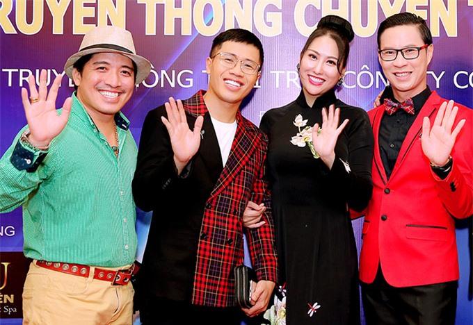 Diễn viên, nhạc sĩ Lý Nguyễn Vương (áo xanh), MC Quốc Bình (áo kẻ) và MC Anh Quân đến ủng hộ nàng Phương Trinh.